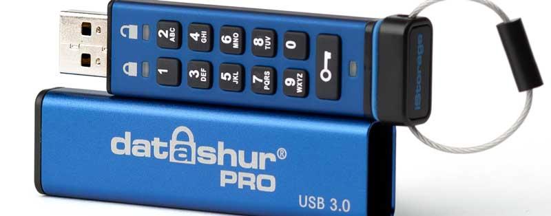 Pendrive szyfrowany sprzętowo – jak bezpiecznie przechowywać pliki na pamięciach flash